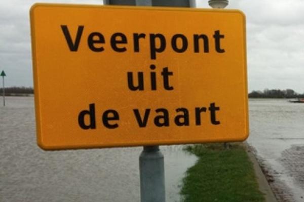 Veerpont_uit_de_vaart.jpg